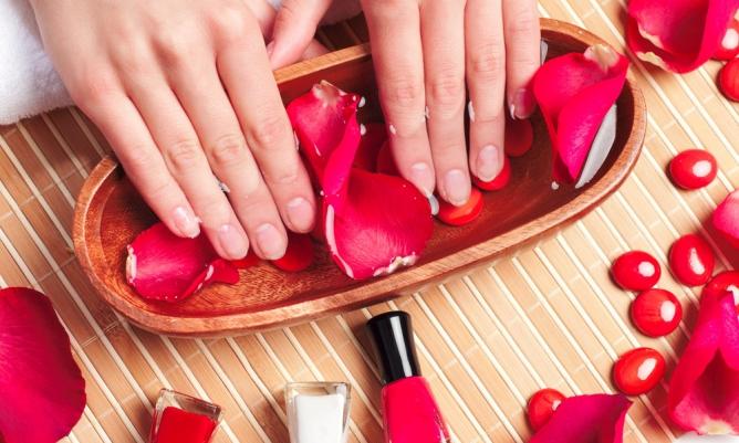 Правила ухода за наращенными ногтями